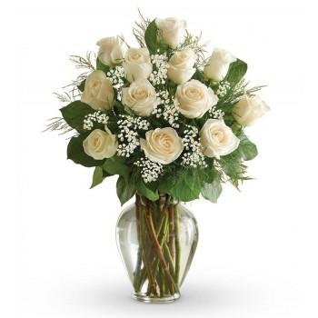 Ramo de rosas blancas de tallo largo